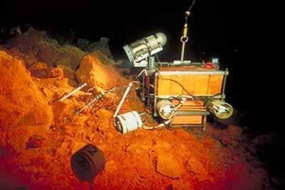 Донная океаническая обсерватория (ОВО), расположенная рядом с питом Пеле.