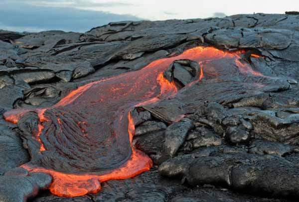 Потоки лавы вулкана Мауна-Лоа